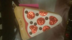 ​Every man, woman and child seems to have a pizza purse these days.